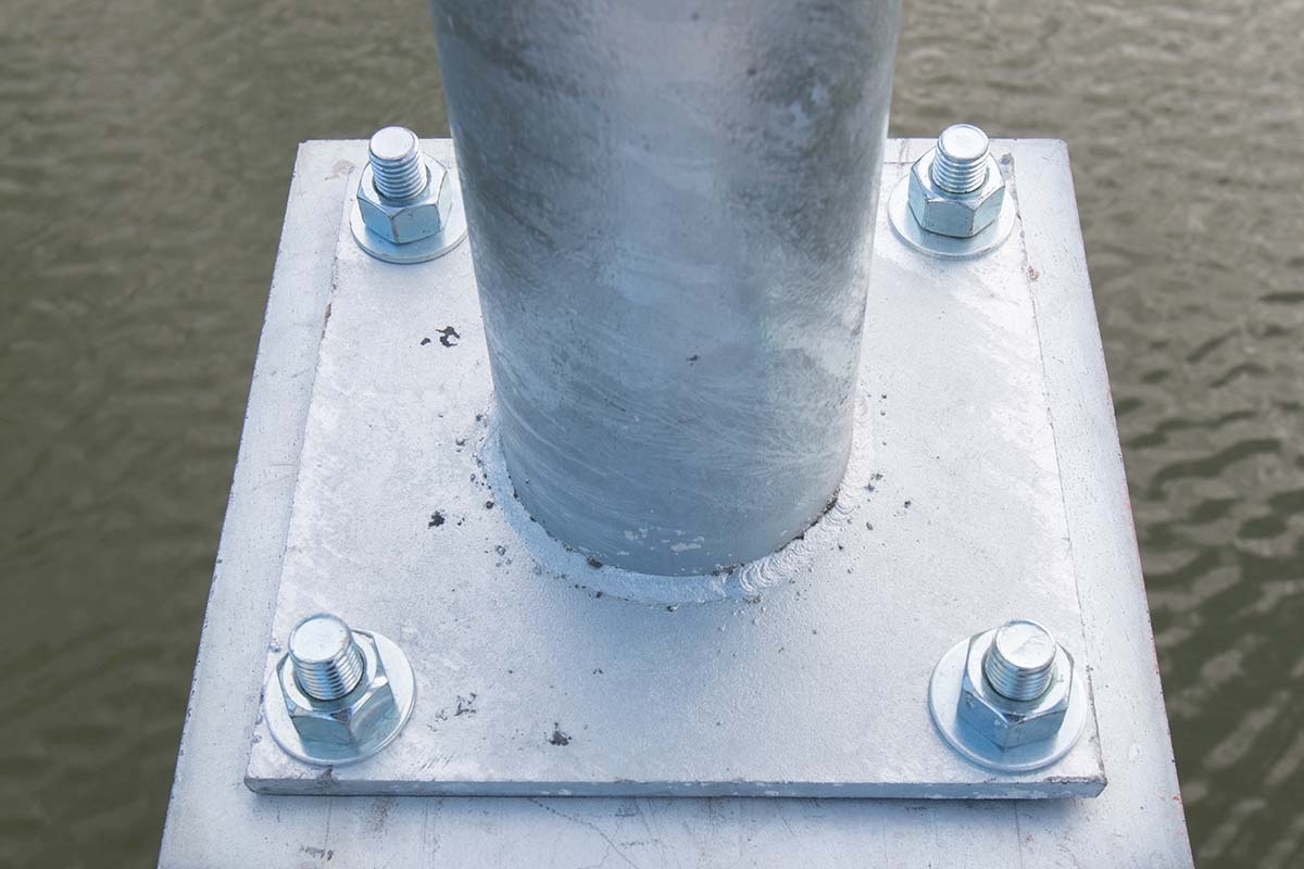 anchor-bolts-light-post
